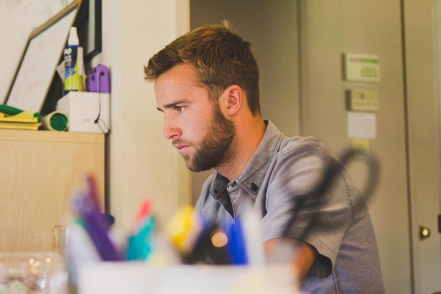 Ufficio Elegante Jobs : Barba elegante per andare in ufficio ecco come u in barba al rasoio