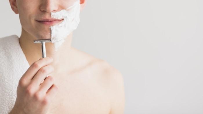 tagliare barba rasoio