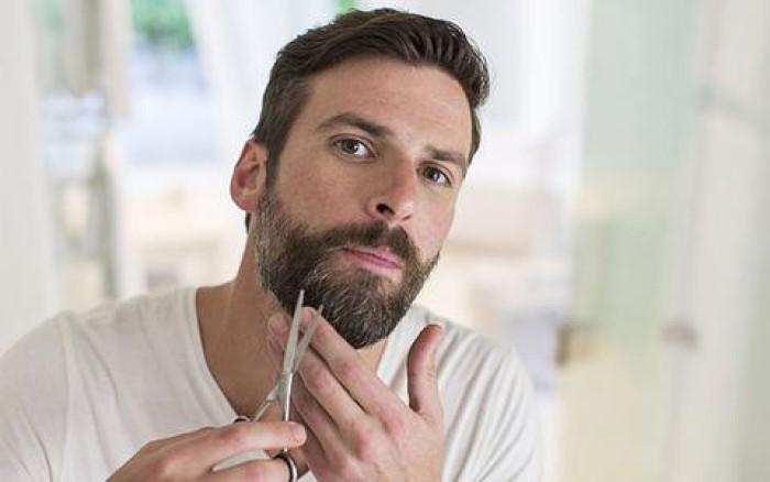 tagliare la barba forbici